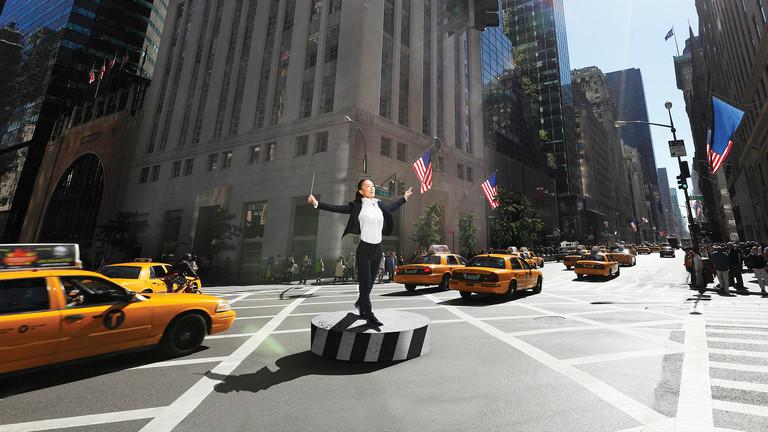 Dirigentin in den Straßen von New York